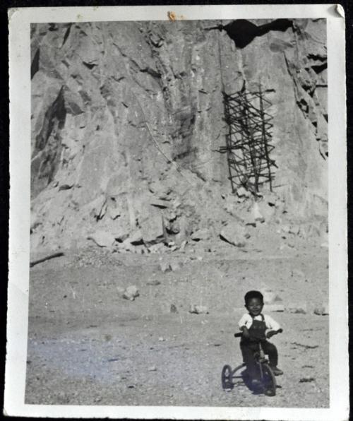 낙산채석장의 세발자전거 어린이