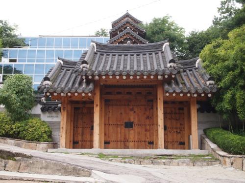 서울시 민속자료 제13호로 지정된 백홍범 가옥