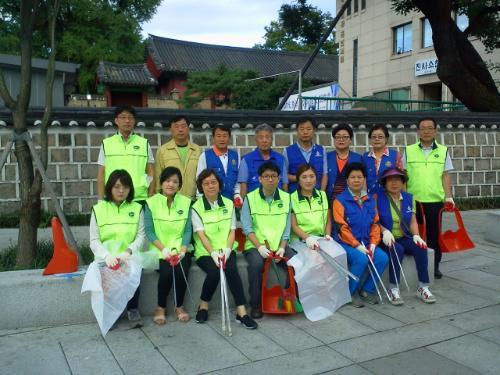 혜화동직원들과 혜화동바르게살기위원회 회원들의 8월 클린데이 행사