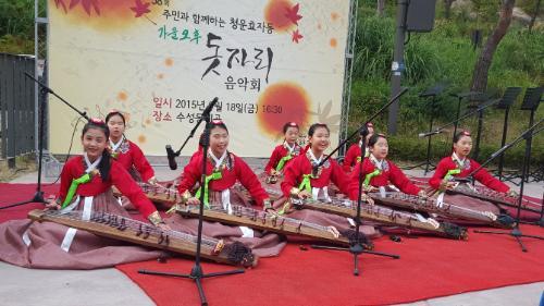 58회 주민과 함께하는 청운효자동 가을오후 돗자리 음악회가 9.18.(금) 16:30분 수성동계곡에서 열렸습니다.